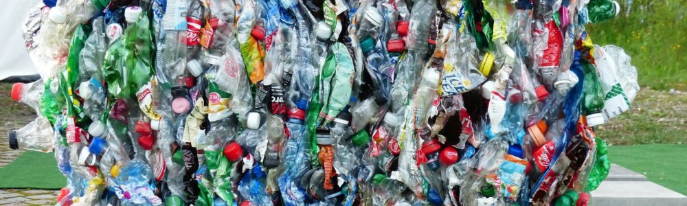 plastic-bottles-115069_1920